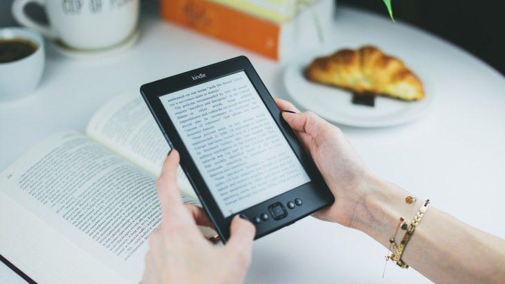 【読書の集中法】Kindleの読み上げ機能で五感を使った読書をする方法